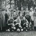 1952 Dritter Platz in der 1. Amateurliga Südbaden und Teilnahme an der Deutschen Amateurmeisterschaft. Hinten von links: Mosch, Sellmann, Heberlein, Zettel, Schocker, Müller, Vogler (ganz rechts). Mittlere Reihe: Schulze, Treutle, Fritz. Vordere Reihe: He