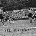 Freistoßszene aus dem Aufstiegsspiel FC Konstanz - VfB Friedrichshafen (4:1 am 28.4.1957 vor 6.000 Zuschauern)
