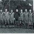 VfR Konstanz, Meister der Bezirksliga 1937. Kaiser (1. Vorsitzender), Maier, Alf Riemke (Trainer), Saalmüller, Haberkorn, Vollmer, Kuttin, Hochgesandt, Gebauer, Klökler E., Ilg, Zehner, Eichsteller, Walschburger, Hofmann (Spielausschussvors.)