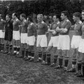 Meister der Zonenliga Süd 1947. Von links: Ludwig Graf Douglas (1. Vorsitzender), Klökler E., Frank, Brönnle, Sauter, Nutto, Klökler W., Reichle, Wiggenhauser, Uetz Konrad, Kirst, Engelmann.
