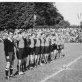 Tradi FC Konstanz ca. 1955: Böhm (Schiedsrichter des FC Wollmatingen), Helmut Wiggenhauser, Staib, Helle Müller, Ernst Klökler, Werner Kirst, Richard Henkenhaf, Ewald Treutle, Hans Reichle, Mosch, Fize Klökler.