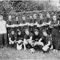 Mannschaft im Spieljahr 1968/69: Müller (Betreuer), V. Klökler, D. Klökler, Niedermann, Weiß, Grüneberg, Keller, Martin, Böhm, Vogt (Betreuer), Wendbaum (Masseur), Kokoska. - Kniend: Büsing, Rudolf, Deiringer, Sauter, Falkenstein