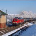 Der selbe Zug wenige Meter weiter passiert den ehemaligen Block Rothschönberg.