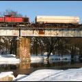 290 502 mit Gaskesselwagen über der Muldebrücke bei Nossen am 05.01.2011 in Richtung GTL.