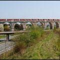Am 21.04.2011 poltert der Kohle-Leerzug über das Bahrabachtal-Viadukt zurück in Richtung Profen.
