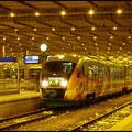 Vogtlandexpress von Berlin-Zoologischer Garten mit kurzem Halt im Chemnitzer Hauptbahnhof zur Weiterfahrt nach Zwickau, hier in den Abendstunden des 04.12.2010.