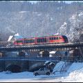 Die letzten Januartage des Jahres 2011 waren eisig und klar, deshalb zog es mich auch am 31.01. zur Fotopirsch an die Bahn. Hier sehen wir einen Desiro der Erzgebirgsbahn über die Zschopaubrücke bei Scharfenstein rauschen.