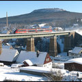 Blick zur Regionalbahn, hier über das Cranzahler Viadukt mit Blick gegen den Bärenstein.