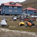 """2010-07-04 Longyearbyen / Svalbard - NOR:  """"die Autos auf Spitzbergen? """" - © reinhard uhlich"""