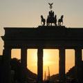 """2012-09-23 Berlin - GER:  """"nach dem Berlin-Marathon - mit Weltrekord! """" - © reinhard uhlich"""