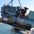 Neuer Generator in der Luft auf dem Weg in den Maschinenraum der Blue Waves
