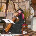 Christina Beck an der Harfe