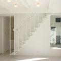 2階のリビングと3階の小屋裏への階段