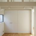 勾配天井の2階子供室