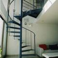青いらせん階段