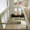 2階の庭に面した廊下(散歩道のようなリラックス感)