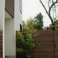 エントランスと桜の裏庭への勝手口
