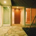 夜の親世帯玄関