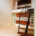 階段と階段上ライブラリー