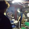 光さん家のガレージでバーベキューです