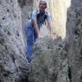 Wir klettern über Felsen