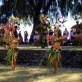 Sie zeigen einen traditionellen Tanz