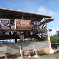 Bar mit Ausblick auf die Bucht