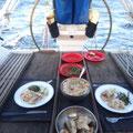 Und genießen frisch gefangene Dorade mit Reis