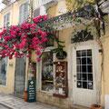 Es gibt viele hübsche Häuser oft mit Blütenpracht