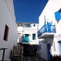 Und blaue Balkone und Türen