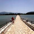 Brücke zur Insel vor Vonitse