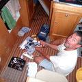Robert repariert die Toilettenpumpe