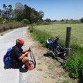 Radreparatur, weit und breit kein Schatten und Rastplatz