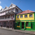 Basseterre hat einige schöne Gassen mit schmucken Häusern
