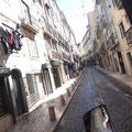 Die Fahrt mit dem Tuk-Tuk auf steilen gepflasterten Straßen ist spannend