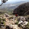 Ein steiler Aufstieg zwischen Felsen