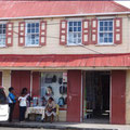 Straßenverkauf vor den Häusern