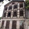 Tolle Häuser, etwas renovierungsbedürftig