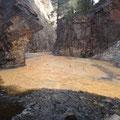 Rio Ribanseras, durch den hohen Eisengehalt so orange