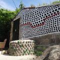 Ein Apartment in Kaza di Zaza aus Flaschenrecycling gebaut