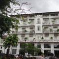 Im Zentrum die renovierten Kolonialbauten