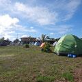 Und die Zelte sind auch schon aufgestellt