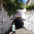 Durch den historischen Tunnel geht es zum Zentrum