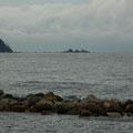真鶴半島沖の三ツ石が見えます。