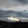 この日の早朝は 台風のため、荒天でした。