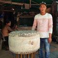 XXX. Fabricant de grands tambours. Siem Reap.