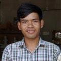Thean Nga. Fabricant de vièles bicordes et de tambours en gobelet pour les touristes. Siem Reap.