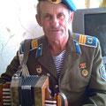 Рыжков Михаил Федорович с минигармошкой отца