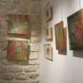 Maryam Sadet : deux peintures sur toile  - fleurs automnales ( mur en pierre )