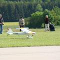F-Schlepp ist Teamarbeit, hier waren es 2 Schleppiloten und 5 Seglerpiloten sowie 1 Mann als Bodenmannschaft